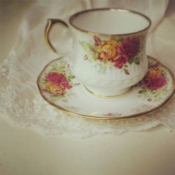 Tea cup with flower print
