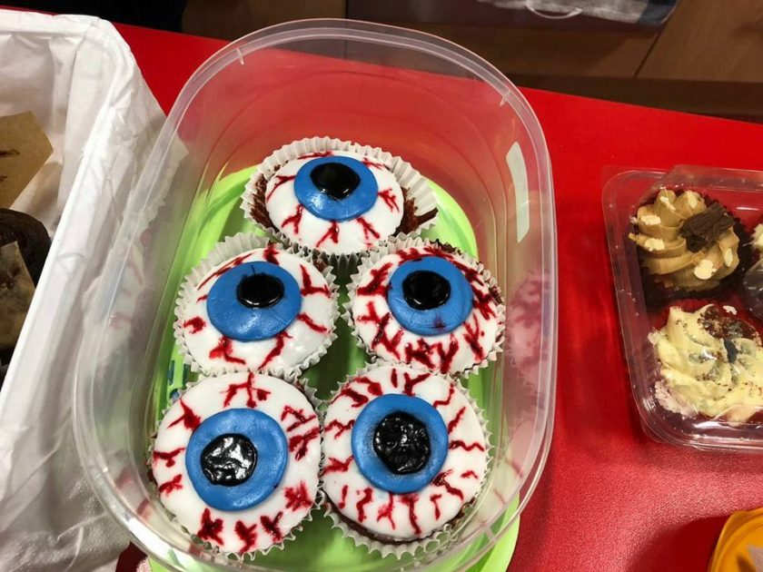 Scary cup cakes looking like eyes