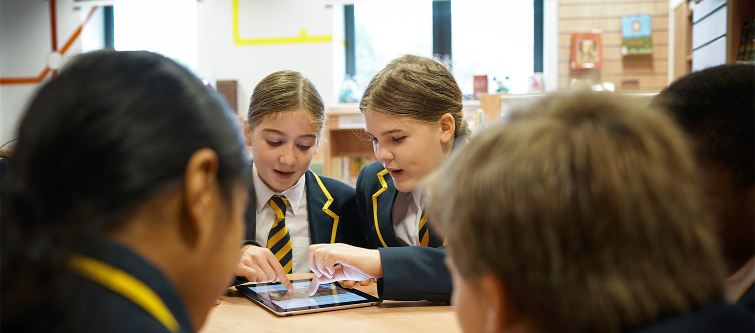 Parliament online visit - girls with tablet
