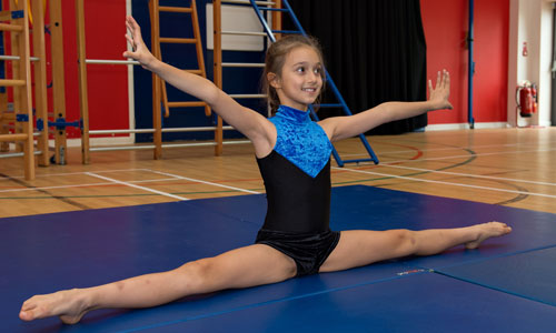 Pupil in advanced gymnastic exercise